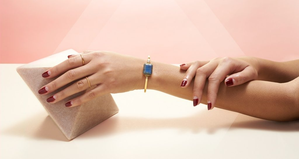 The Aries bracelet from Ringly is one example of a smart jewelry.